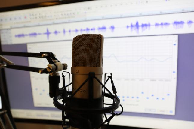 Mikorofn z programem do nagrywania audio w tle