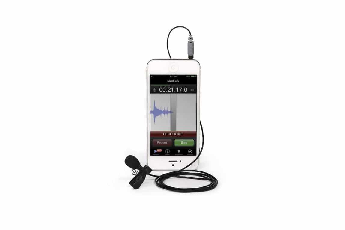 Mikrofon krawatowy podłączony do telefonu